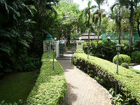 The_Imperial_Queen's_Park_Hotel_BANGKOK_Back_Entrance.jpg
